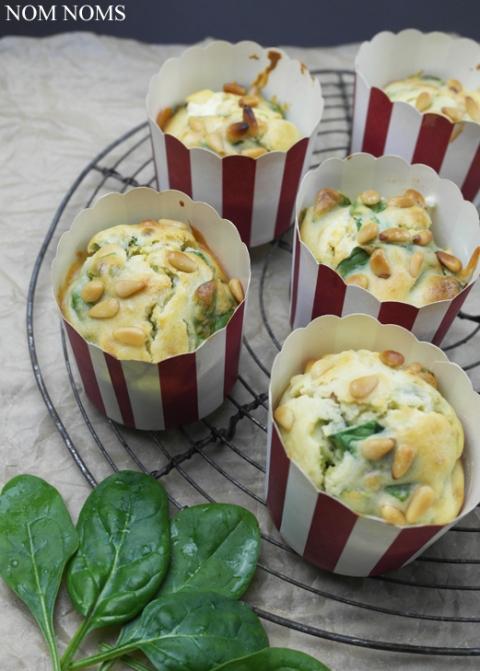 spinat feta muffins mit pinienkernen spinach feta muffins with pine nuts veggie vegan nom. Black Bedroom Furniture Sets. Home Design Ideas