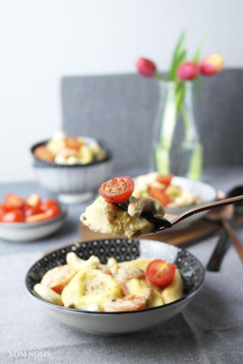 one pan pasta: tortelloni mit cashew-sahne-sauce, tomaten & babyspinat   one pan pasta: tortelloni with cashew-cream-sauce, tomatoes & baby spinach ❤
